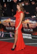 http://img120.imagevenue.com/loc121/th_376394731_AmyWillerton_olympus_has_fallen_uk_prem_026_122_121lo.jpg