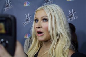 [Fotos+Videos] Christina Aguilera en la Premier de la 4ta Temporada de The Voice 2013 - Página 4 Th_985652749_001_Christina_Aguilera_12_122_125lo