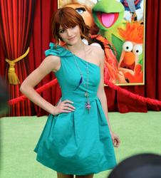 http://img120.imagevenue.com/loc147/th_595804882_Bella_Thorne_The_Muppets_Premiere_Hollywood_122_147lo.JPG