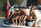 Lucy Pinder and friends havin some fun on a boat Foto 493 (Люси Пайндер и друзья Хавин развлечься на лодке Фото 493)