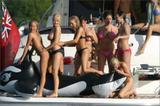Lucy Pinder and friends havin some fun on a boat Foto 492 (Люси Пайндер и друзья Хавин развлечься на лодке Фото 492)