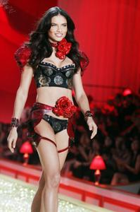 Adriana Lima sexy hot lingerie cleavage Victoria Secret fashion show
