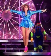 th_14910_RihannaperformsinAntwerp22.10.2011_31_122_437lo.jpg