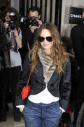 Ванесса Паради, фото 258. Vanessa Paradis arrives at Pavillon Cambon to attend the Chanel show at Pavillon Cambon Capucines in Paris, France, January 25, foto 258
