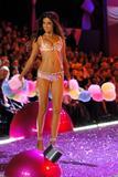 th_17692_Adriana_Lima-Victorias_Secret_Fashion_Show_2005-11-09-2005-Ripped_by_kroqjock-HQ15_122_720lo.jpg